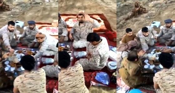 بالفيديو.. إفطار جنود المملكة مع القوات اليمنية في صعدة
