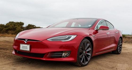 """"""" تيسلا """" تطلق أول سيارة كهربائية بمميزات استثنائية"""