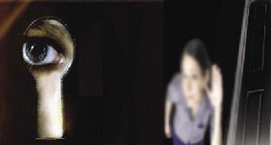 امرأة تطلب الخلع: بيتجسس على الجيران