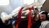 بعد صورة صلاح.. مدرب ليفربول يكشف هوية الذي نام مع كأس أبطال أوروبا