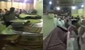 """بالفيديو.. فوضى في مطعم ببريدة و """" الشرطة """" تتدخل"""