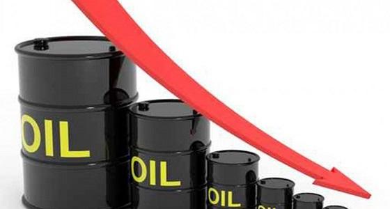 زيادة مفاجئة للمخزونات الأمريكية تهبط بأسعار النفط
