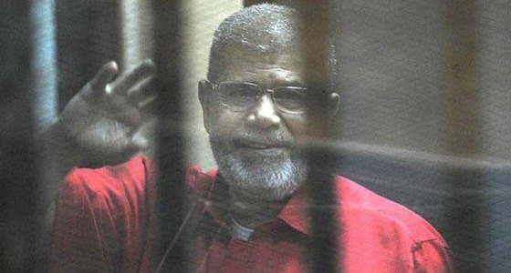 الإعدام والمؤبد.. أحكام على محمد مرسي في قضايا أخري