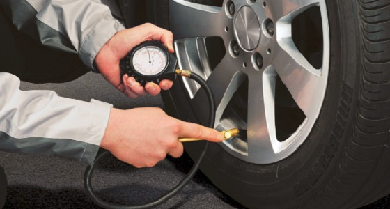 تحذيرات من ضغط الهواء الغير صحيح بإطارات السيارة ونصائح للوقاية منها