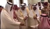 بالفيديو.. أمير الباحة يبدي أعجابه بقصيدة ألقاها طفل أمامه ويهديه ساعته