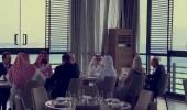 بالفيديو.. ولي العهد ووزير الخارجية الأمريكي يتناولان الغذاء في أحد مطاعم جدة