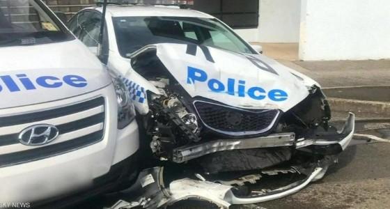سيارة تحمل كميات ضخمة من المخدرات تصطدم بالشرطة