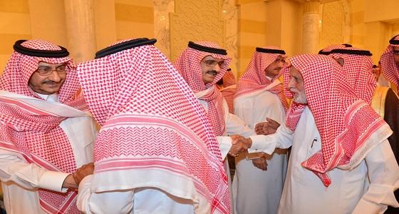 أبناء الأمير بندر بن عبدالعزيز يستقبلون المعزين في وفاة والدهم - رحمه الله -