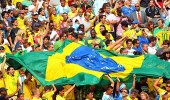 """بالفيديو.. جماهير البرازيل تحرم لاعبي """" الأرجنتين """" من النوم"""