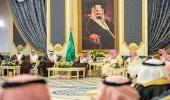 بالصور.. خادم الحرمين الشريفين يستقبل أصحاب الفضيلة العلماء وجمعا من المواطنين