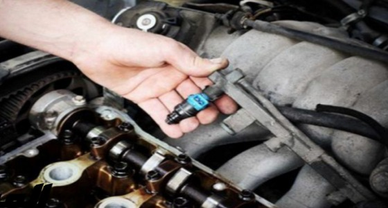 """"""" إزالة الرواسب """" ..فوائد استخدام سائل تنظيف البخاخات لمحرك السيارة"""