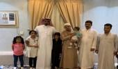 مدير مستشفى الحمنة يسلم ذوي الأسرةاليمنية المكلومة أطفالهم الثلاثة