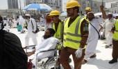 بالصور.. مواقف إنسانية يقدمها رجال الدفاع المدني في خدمة ضيوف الرحمن