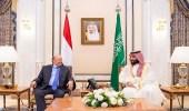 ولي العهد والرئيس اليمني يجتمعان لاستعراض الأوضاع والتطورات في عدن