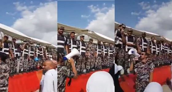 شاهد.. رجال الأمن يودعون حجاج بيت الله المتعجلين في مشهد مهيب