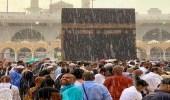 بالفيديو والصور.. هطول أمطار صيفية على المشاعر المقدسة لحظة احتشاد الحجاج بصحن المطاف