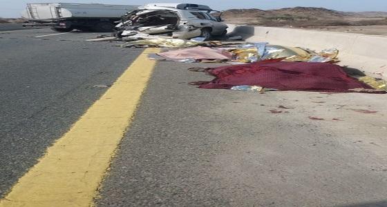 """طريق """" بحر أبو سكينة """" يغرق بدماء 7 حالات وفاة في حادث مروع"""