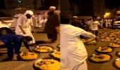 بالفيديو.. أهالي حي المعابدة بمكة يقيمون مأدبة عشاءٍ لحجاج بيت الله