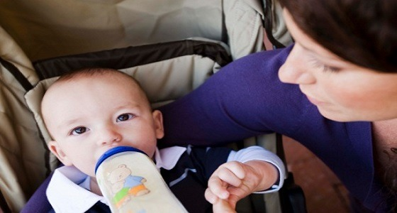 طبيب يحذر الأمهات من ترك البيبرونة في فم الطفل فترة طويلة