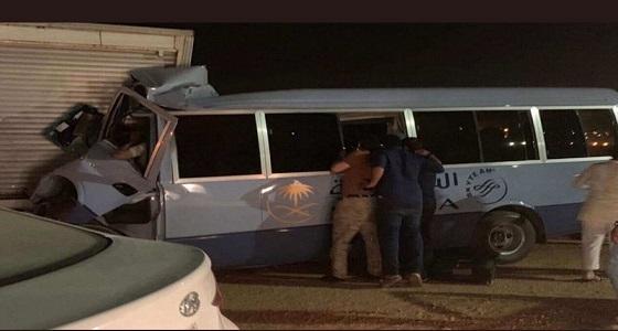 """الصور الأولى لحادث حافلة مضيفات """" الخطوط السعودية """" والكشف عن عدد المصابات"""
