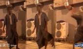 بالفيديو..لحظة اعتداء شاب على فتاة في مكة بحجر