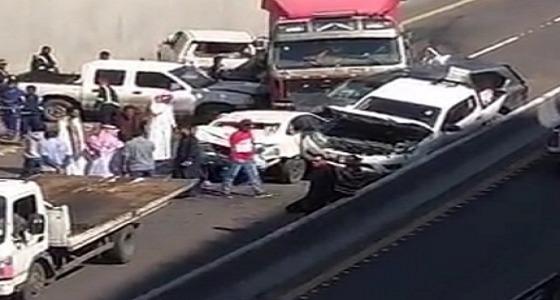 إعاقة الحركة على طريق الدائري الثالث بمكة إثر حادث تصادم