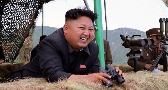 زعيم كوريا الشمالية يتحدى العالم ويشرف على تجربة صاروخية جديدة