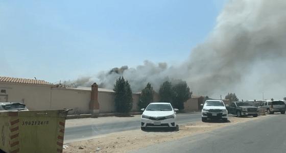 """بالفيديو.. اندلاع حريق بإحدى الاستراحات في حي """" السلي """""""