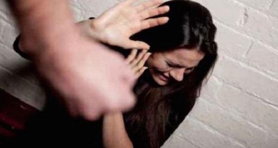 رجل يحاول اغتصاب امرأة بعد استدراجها بفرصة عمل