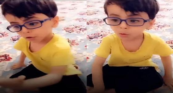 بالفيديو.. طفل يواسي جدّته المُتعبة :كل الناس تعبانين