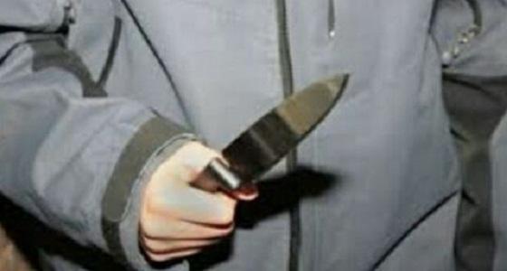 شرطة مكة تقبض على مختل لتهديد المواطنين بآله حادة