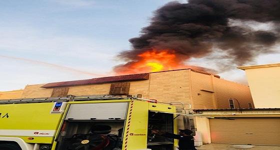 بالصور..اندلاع حريق في فلتين متصلتين دبلوكس  بحي طيبه
