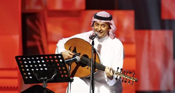 الأطباء يحذرون عبدالمجيد عبدالله من الغناء .. الأخير يغامر بصحته من أجل جمهوره
