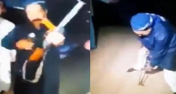 مشهد صادم لرجل يزعم رؤية الإمام حسين ثم يقتل نفسه (فيديو)