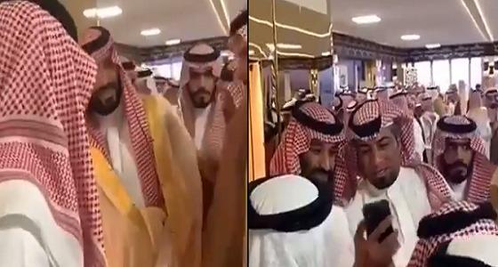 تصرف أخلاقي من سمو ولي العهد تجاه الشيخ منصور بن زايد (فيديو)