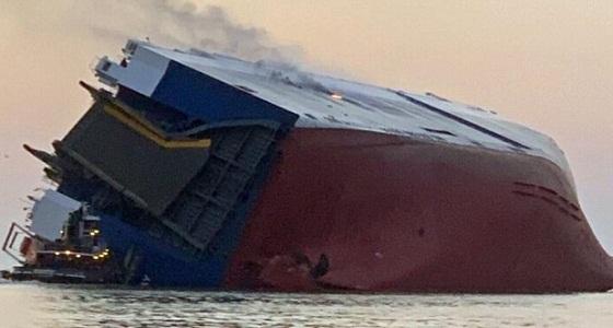بالصور.. وكيل سيارات سعودي يفقد عدداً من المركبات في البحر