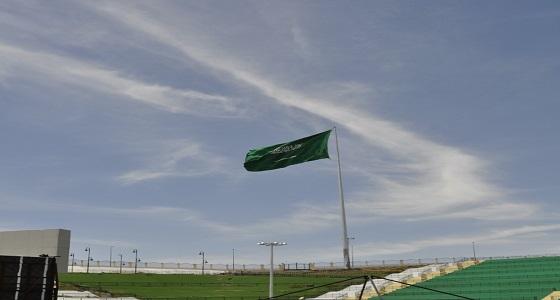 ارتفاعه 60 مترا.. تنفيذ أعلى سارية للعلم السعودي بخميس مشيط