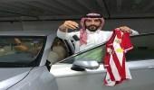 شاب يتسلم سيارة من تركي آل الشيخ بعد توقعه فوز ألميريا الإسباني