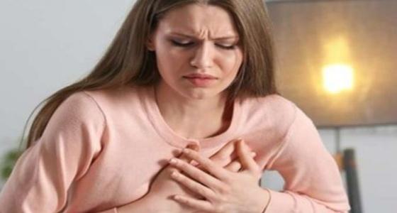 أعراض خطيرة تهدد النساء بأزمة قلبية