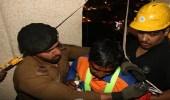 بالصور..احتجاز شخصين بمصعد خارجي بالطابق الـ19 بمكة.. والدفاع المدني يتدخل