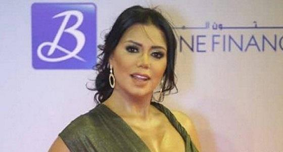 بالفيديو.. رانيا يوسف تبرر فستان الجونة: شيك ولطيف وبناتي اللي اختاروه