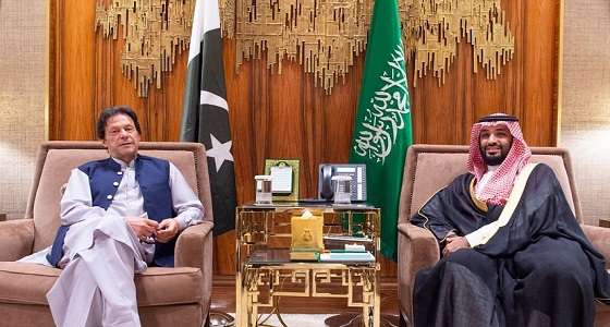 ولي العهد يجتمع مع رئيس وزراء جمهورية باكستان الإسلامية