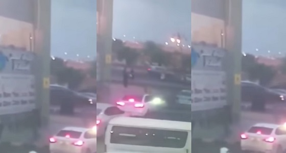 فيديو يحبس الأنفاس لمواطن ينقذ طفل من حادث دهس بتبوك