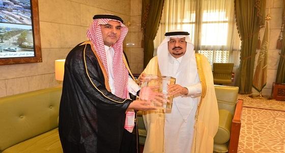 أمير منطقة الرياض يستقبل مدير مركز المعلومات الوطني