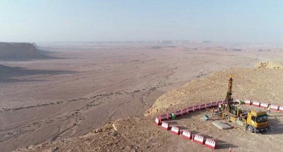 بالفيديو.. البدء في إجراء دراسة خواص التربة وتصميم الأساسات بمدينة القدية