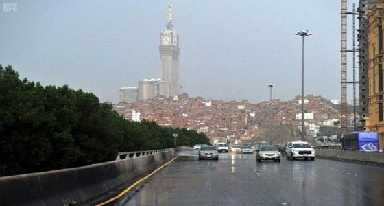 تحذير من الأمطار الغزيرة على الباحة ومكة (فيديو)