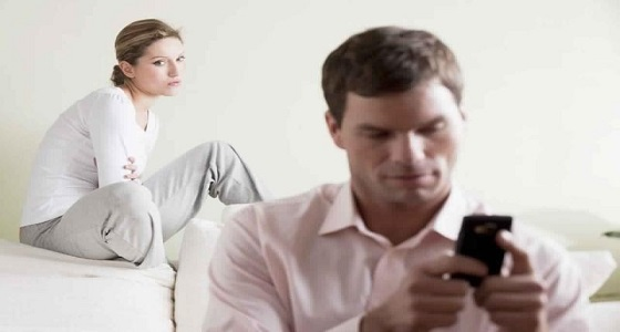 دراسة: مشاكل الرجل في العمل مؤشر خطير للخيانة الزوجية