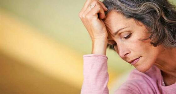 منهم السمنة وسلس البول.. مخاطر صحية تهدد المرأة بعد انقطاع الطمث