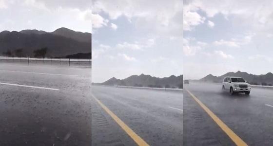 بالفيديو.. أمطار وسيول جنوب المدينة المنورة