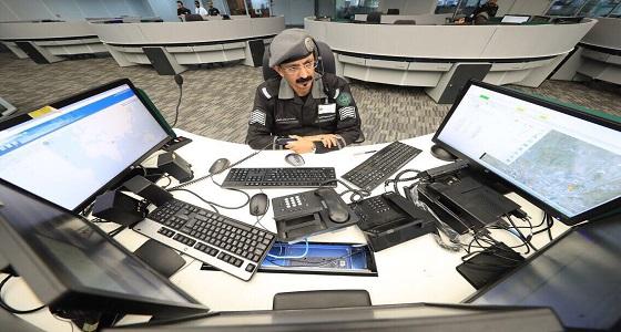 انقلاب شاحنة بجسر الصالة الملكية في جدة يتسبب بإعاقة الحركة المرورية
